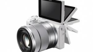 Systemkamera Sony NEX-5R mit klappbarem Display