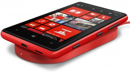 Lumia 820 mit induktiver Ladestation
