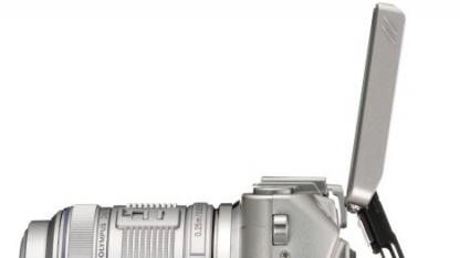 Olympus Lite E-PL5 mit aufgeklapptem Objektiv