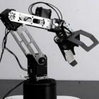 Kickstarter: Open-Source-Roboterarm Baccus hebt Bierdosen