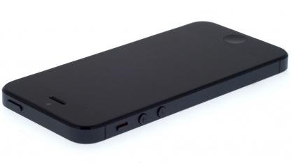 Das iPhone 5 steckt in einem Aluminiumgehäuse.