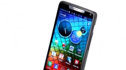 Das Razr I von Motorola ist ein Android-Smartphone mit Intel-Prozessor.