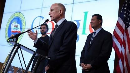 Science-Fiction wird Realität: Gouverneur Brown (M.), Google-Gründer Sergey Brin (l.), Senator Padilla (r.)