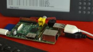 Das Kindleberry Pi nutzt den Kindle als Ausgabebildschirm und eine USB-Tastatur für die Eingabe.