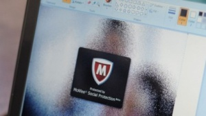 "Social Protection: McAfee sichert Facebook-Bilder mit virtuellem ""Kondom"""