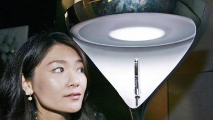 Designlampe mit LEDs: Daten kommen über die Stromleitung.