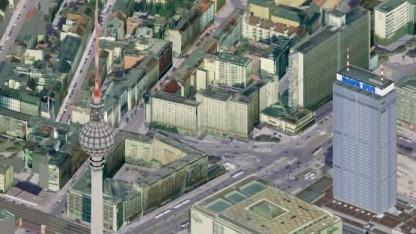 Der Fernsehturm von Berlin neben dem Park Inn in 3D