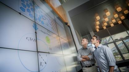 Miroslav Krstic und Scott Moura von der UCSD studieren die neue Ladetechnik