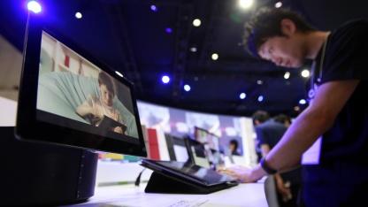 Vorstellung des Sony Xperia Tablet S auf einer Elektronikmesse in Japan