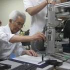 Telehaptik: Roboter zeichnet Schriftzeichen nach