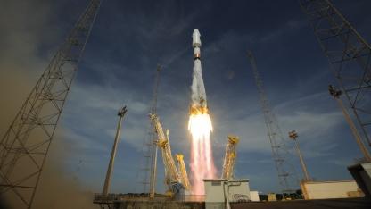 Start der Sojus-Rakete: vier Satelliten auf zwei Umlaufbahnen