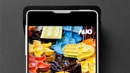 4,46 Zoll großes Smartphone-Display mit 1 mm breitem Rahmen in einem Smartphone-Prototyp