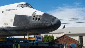 Spaceshuttle: Endeavour kriecht durch Los Angeles