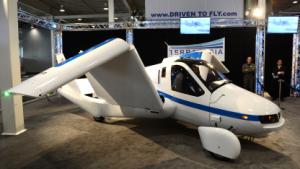Terrafugias fliegendes Auto im April 2012 - genauso verwirrend findet Tim Cook das Surface.