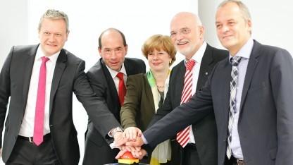 Stefan Growe (Ericsson), Helmar Rendez (Vattenfall), Iris Henseler-Unger (Bundesnetzagentur), Frank Bielka (Degewo) und Arnold Stender (QSC), v. l. n. r