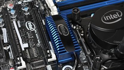 X79-Mainboard mit Intels Wasserkühlung