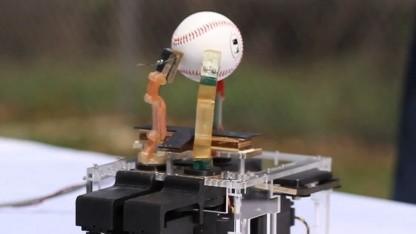 Roboterhand: Angelschnüre als Sehnen