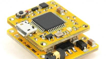 Die Module des Smartduino lassen sich durch eine eigene Schnittstelle aufeinanderstecken.