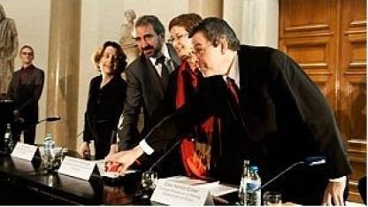 Auf Knopfdruck geht's los: Cousins, Parzinger, Harjes-Ecker und Harbort (v. l. n. r.) starten die DDB.