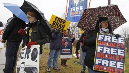 Während des Gerichtstermins protestierte die Bradley Manning Support Group vor dem Gebäude.