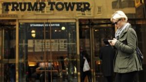 Mobilfunknutzerin vor dem Trump Tower in New York: Zusammenarbeit mit der GfK