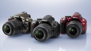 Rot und Bronze werden nur mit Kit-Objektiv angeboten.
