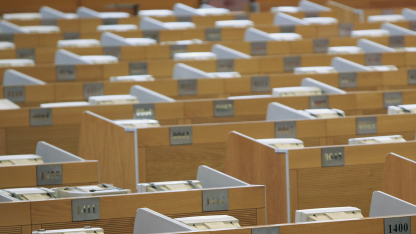 Leeres Großraumbüro, hier die Börse in Schanghai