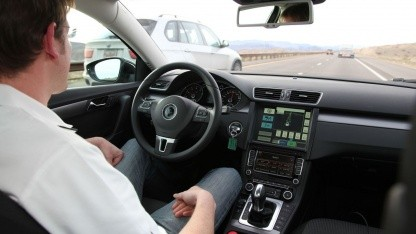 Roboter-Passat: 2016 teilautomatisiert fahren