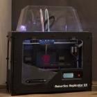 Replicator 2X: Makerbot stellt neuen Zwei-Farben-3D-Drucker vor