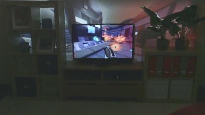 Illumiroom - Kinect und Projektor lassen das Wohnzimmer verschwinden.