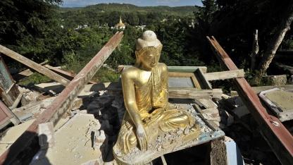 Von einem Erdbeben zerstörter Tempel in Myanmar (November 2012): Ausrüstung muss leichter werden.