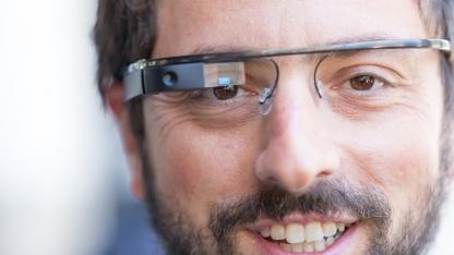 Google-Gründer Sergey Brin mit einem Google-Glass-Prototyp