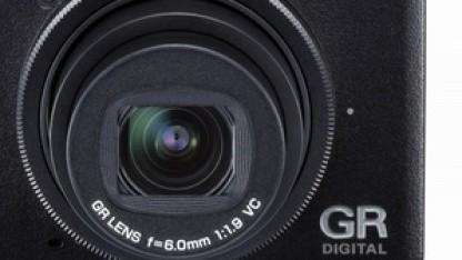 Kommt die Kompaktkamera GR Digital V mit APS-C-Sensor auf den Markt?
