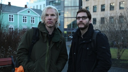 The Fifth Estate - Benedict Cumberbatch (l.) als Assange, Daniel Brühl als Domscheit-Berg