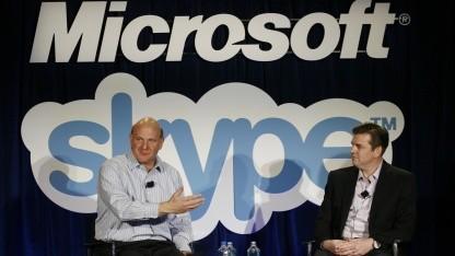 Microsoft-Chef Steve Ballmer (l.) und Skype-Chef Tony Bates (2008): keine klaren Aussagen
