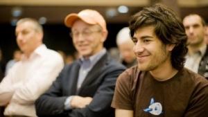 Aaron Swartz (r.)