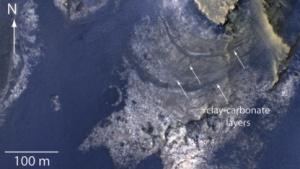 Auf solchen Aufnahmen des McLaughlin-Kraters fanden die Forscher Hinweise auf einen möglichen Grundwassersee.