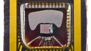 Beschichteter CMOS-Chip: günstige Sensoren für Nachtsicht-Fahrassistenten