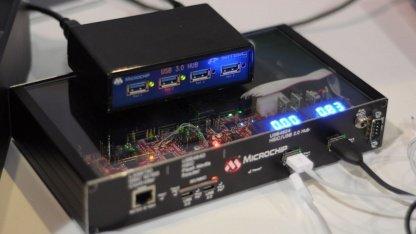 An diesem Hub wird per USB Battery Charge gerade ein Galaxy Note 2 mit 0,8A aufgeladen.