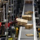 ARD-Reportage: Amazons Leiharbeiter überwacht und unter Druck