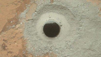 Bohrloch im Marsfels John Klein: Mars-Nitrat entstand durch nicht-biologische Prozesse.