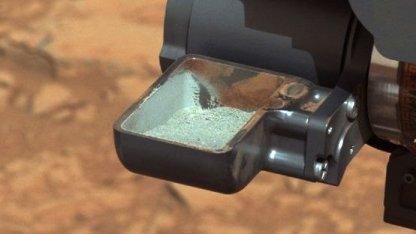 Gesteinsstaub in der Probenschaufel: Aufschluss über nasse Vergangenheit des Mars
