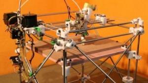 Der 3D-Drucker Reprap Darwin lässt sich mit den Werkzeugen in Fedora 19 nutzen.