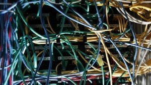 Computerkabel (Symbolbild): Richtlinie der EU-Kommission greift zu kurz.