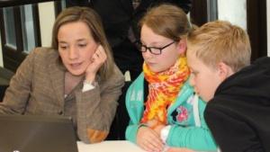 Vorstellung des Kinderservers - Bundesfamilienministerin Kristina Schröder mit Kindern der Hermann-Gmeiner-Schule in Berlin