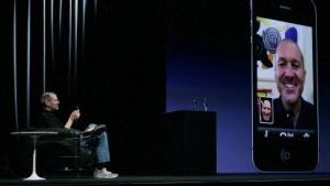 Steve Jobs präsentiert im Juni 2010 Video Conferencing mit Facetime.