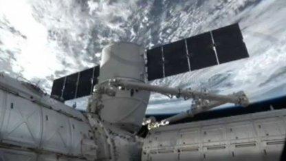 Dragon an der ISS (3. März 2013): Elon Musk dankte der US-Luftwaffe.