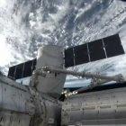 SpaceX: Weltraumtransporter Dragon dockt verspätet an ISS an