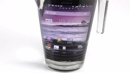 test sony xperia z das smartphone im wasserglas. Black Bedroom Furniture Sets. Home Design Ideas