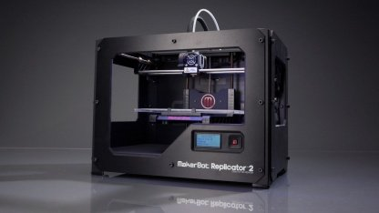 Makerbot Replicator 2: Gehäuse für Armbanduhr und Ladegerät drucken